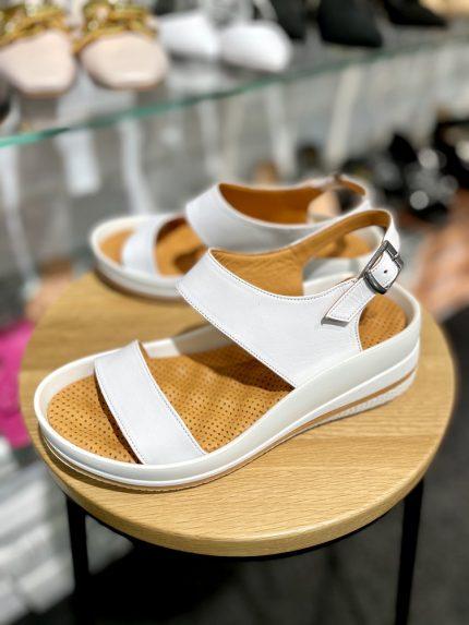 Sandále 104